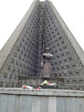 Pamätník 1. československého armádneho zboru s vojnovým cintorínom