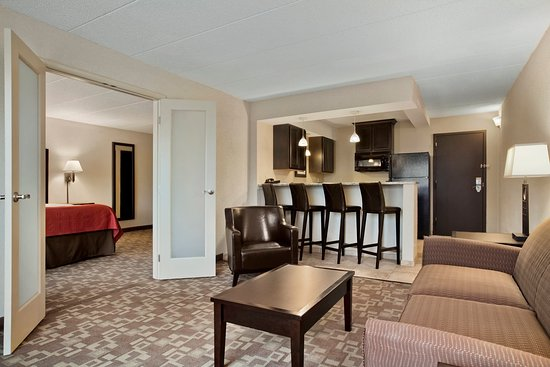 Holiday Inn & Suites Charleston West: 2 Room Suite with a Full Kitchen and 1 King Bed