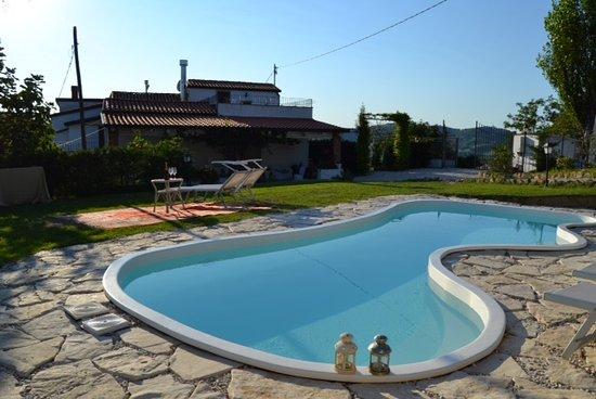 Villa tamara b b montefiore conca emilia romagna - Piscina villa primavera udine prezzi ...