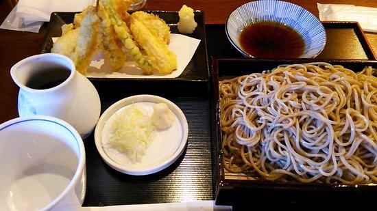 Naka, Japonya: 天もりそば(大盛り)1550円