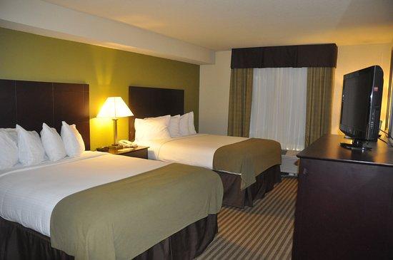 Holiday Inn Express Sarasota I-75: Two Queen Beds Nonsmoking