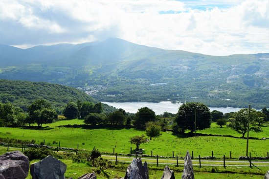 Gwynedd, UK: Sunny view from the back