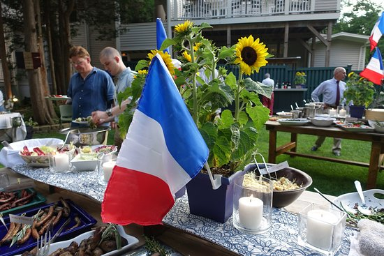 Ridgefield, CT: Sunflowers, flags and The Marseilleise