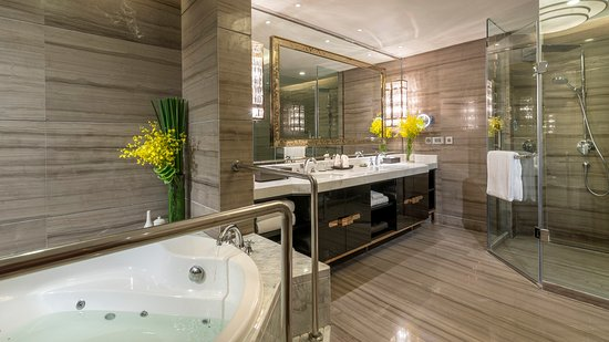 Meishan China  City new picture : Meishan, China: Suite bathroom