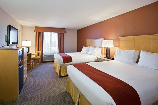 Holiday Inn Express Stockton Southeast: Two Queen Bed Guest Room