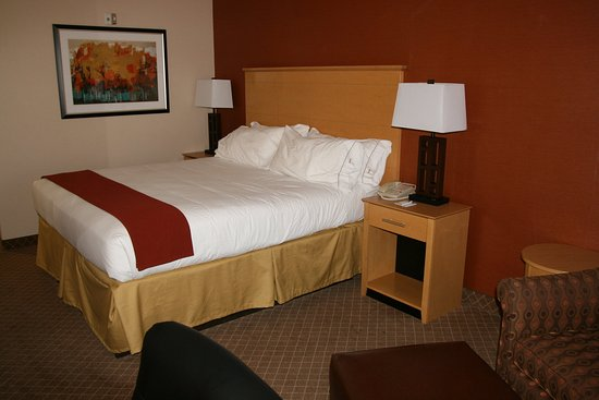 Holiday Inn Express Stockton Southeast: King Bed Guest Room