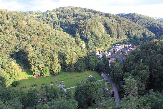 Bad Berneck im Fichtelgebirge, Tyskland: Blick in den Kurpark und nach Bad Berneck