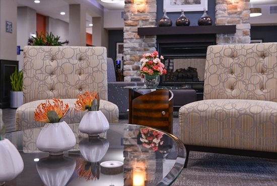 Lake Jackson, TX: Relax in our cozy lobby.