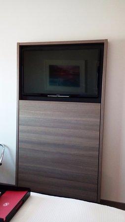 Mascot, Australia: Big TV, no USB access.