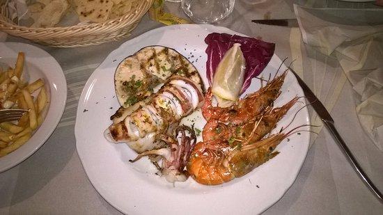 Olmedo, Italia: Pesce veramente fresco e ottimo, vino favoloso