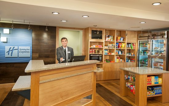 Holiday Inn Express Hotel & Suites Germantown - Gaithersburg: Holiday Inn Express and Suites Germantown Front Desk