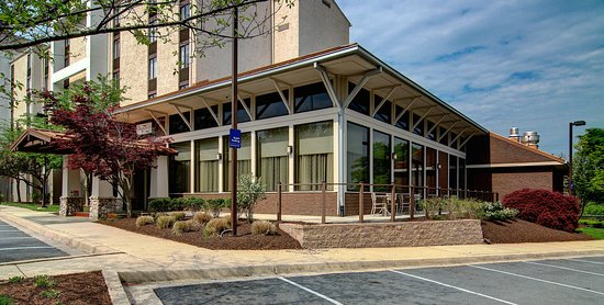 Holiday Inn Express Hotel & Suites Germantown - Gaithersburg: The Highlands offers ample parking for meeting attendants