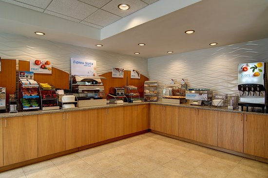 Holiday Inn Express Hotel & Suites Germantown - Gaithersburg: A complimentary hot breakfast is served daily