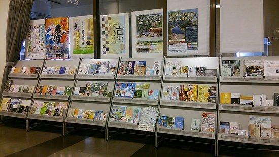 Sanjo, Japan: 案内パンフ置場