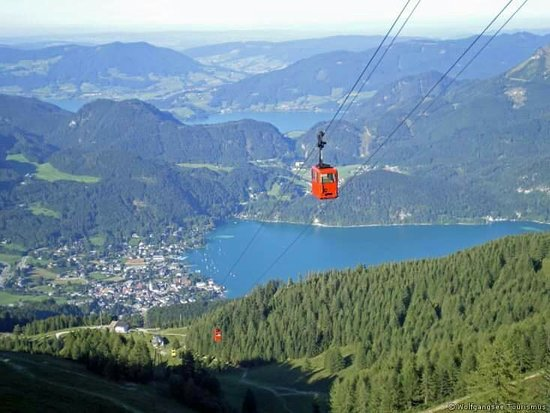 Zwolferhorn Cable Car: Blick aus der Seilbahn auf St Gilgen