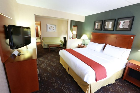 Holiday Inn Express Hotel & Suites West Chester: King Bed Suite