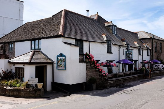 Thurlestone, UK: View of the pub