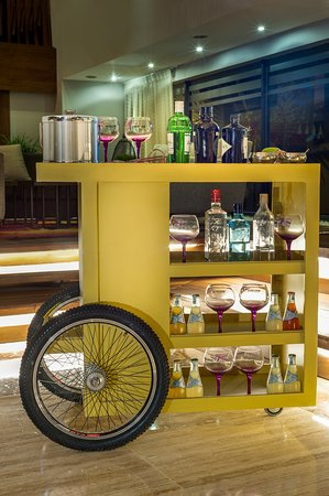 Crowne Plaza Santo Domingo: Guest Lounge Gin Car