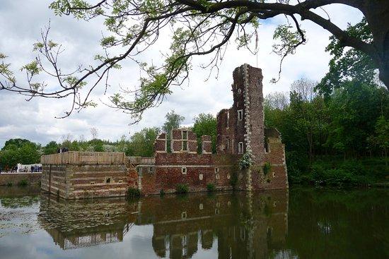 Landgraaf, Nederland: Het slot in de beginfase van de restauratie.