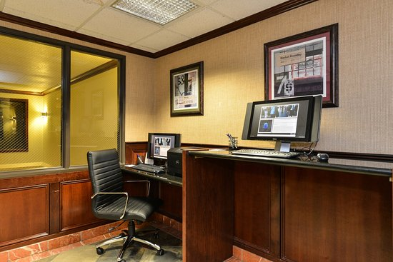 Holiday Inn Express Portland SE-Clackamas Area: 24 hour Business Center