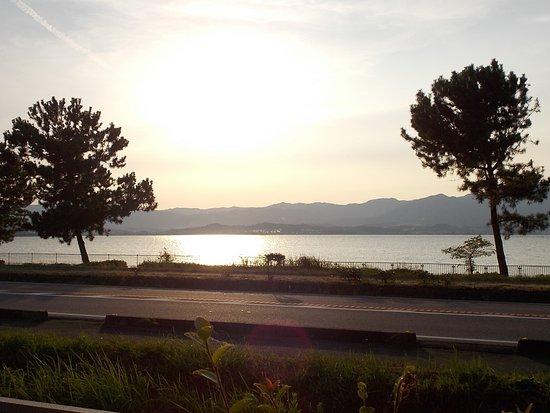 Ayuya no Sato: 鮎家の郷から望む琵琶湖の風景