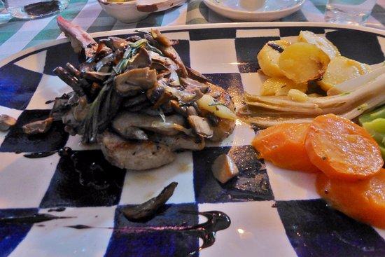 Osteria Ribaltone: Gegrilltes Duroc Kotelett mit frischen Steinpilzen