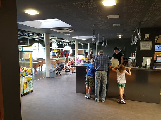 Saint-Doulchard, Francia: Accueil Espace Bowling