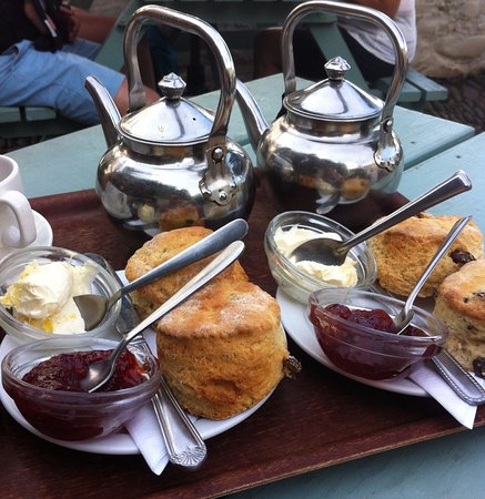 Marhamchurch, UK: Cream Tea at Clovelly - a must to visit!
