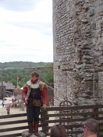 Montbazon, Frankrig: Notre guide en tenue. super one man show pour la visite guidée.