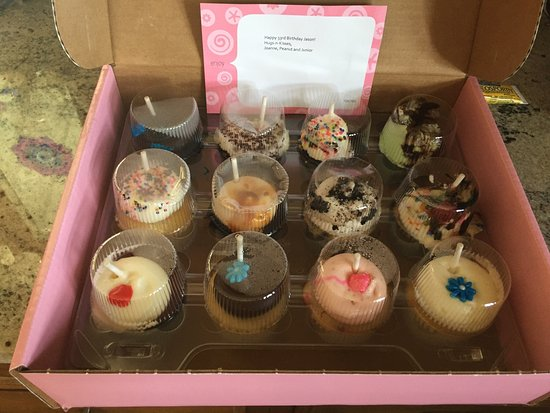 Bethesda, MD: Home Delivery to NJ from the Bakery! Delicious, Silly UPS man don't sit a cupcake box on its sid
