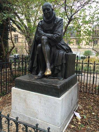 Statue de Michel de Montaigne