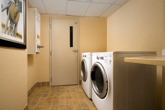 Holiday Inn Express & Suites Annapolis: Complimentary Guest Laundry Room