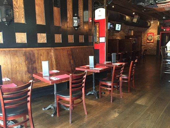 Rockville Centre, نيويورك: Dark Horse Tavern