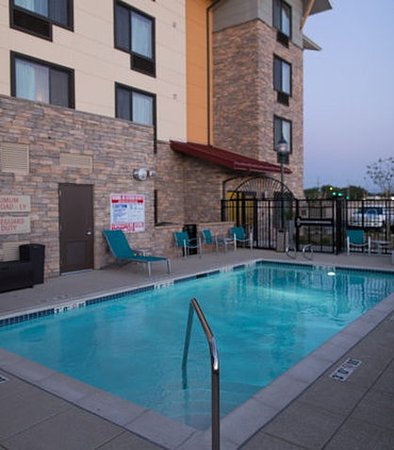 Lancaster, Kalifornien: Outdoor Pool