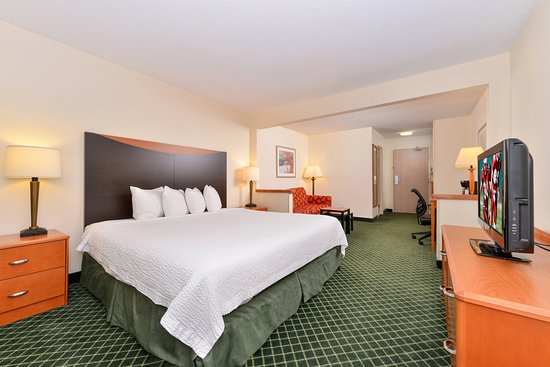 Danville, IL: King Suite
