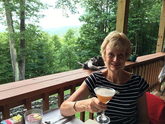 Elkins, Δυτική Βιρτζίνια: Fabulous dinner here on an August Wednesday night.  Live their ginger martinis!