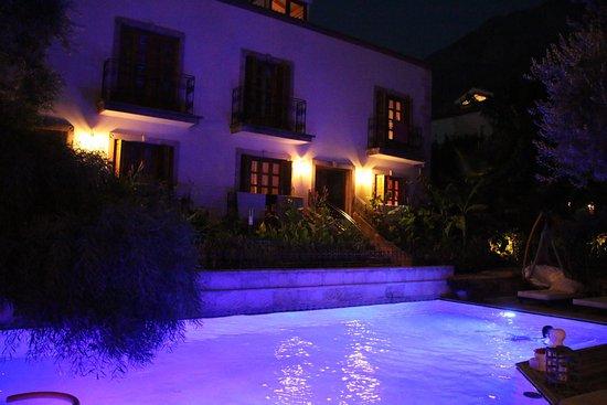 Jade Residence: photo2.jpg