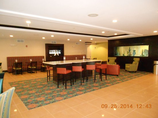 Bolivia, Carolina do Norte: Holiday Inn Express Southport NC Oak Island NC Breakfast Area