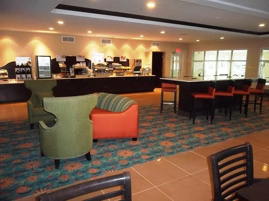 Bolivia, Carolina do Norte: Holiday Inn Express Southport NC Oak Island NC Breakfast Bar