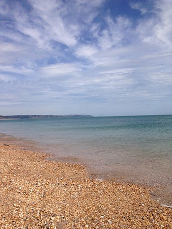Slapton, UK: Almost like being abroad-beautiful beach and clear sea!