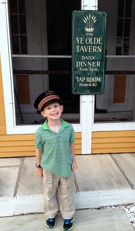 Manchester, Вермонт: Our little greeter...