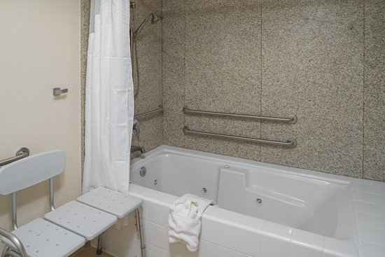 Rocklin, CA: ADA/Handicapped accessible Guest Bathroom with mobility tub