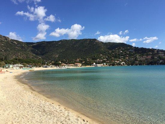 Hotel Mediterranee : Looking along the beach at Saint Clair.