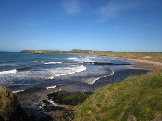 Portballintrae, UK: Bushfoot strand towards Runkerry