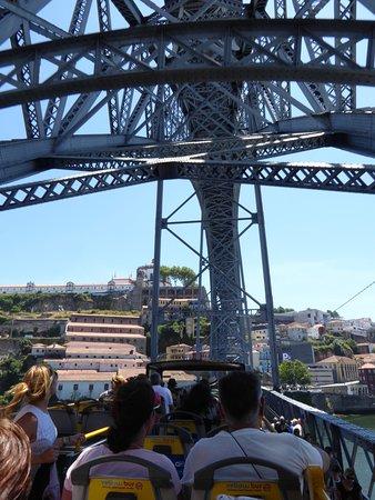Yellow Bus Tours Oporto: Met de bus door het Ponte Dom Luís naar Vila Nova de Gaia