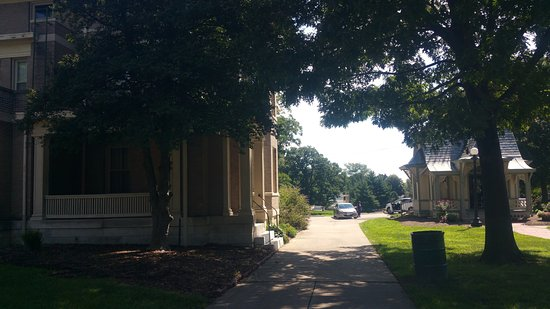 Alton, IL: Lucy's home next to playhouse
