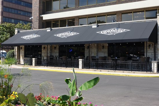 Gino's East : Summertime Patio