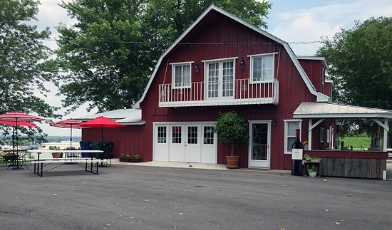 Bridgeton, MO: Boenker Hill Vineyard and Winery