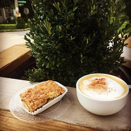 Rockaway Beach, MO: Coffee Cake and Latte