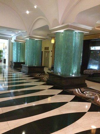 Triumph Holiday Hotel : トライアンフ ホリデイ ホテル(凱旋假日酒店)